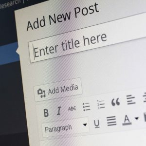 Persona empezando un post en Wordpress